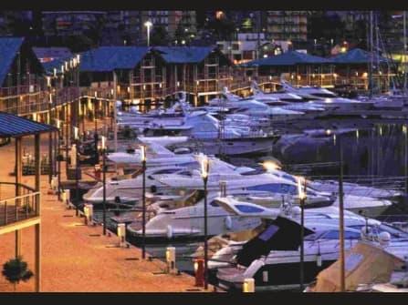 Стоянка яхт в Варацце