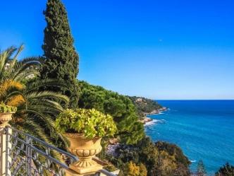 Sea front villa in Roquebrune-Cap-Martin
