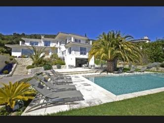 Modern villa for sale in Villefranche