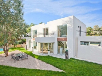 Modern villa for sale in Super Cannes