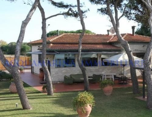 Porto Santo Stefano Villa For Sale<br />6/8