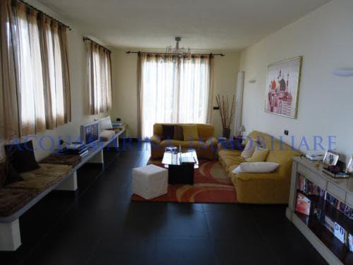 Vallecrosia Villa For Sale<br />9/12