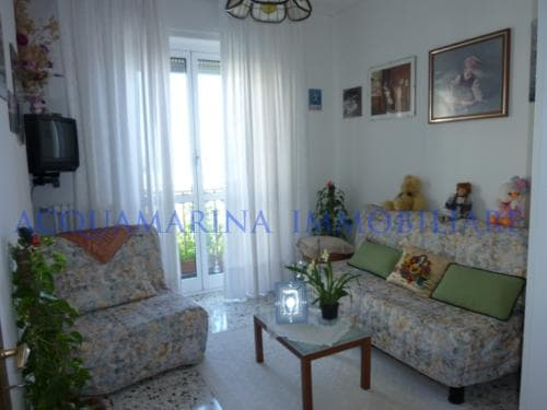 Vallecrosia Appartment for sale in front of beach<br />3/7
