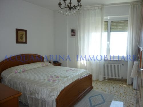 Vallecrosia Appartment for sale in front of beach<br />4/7