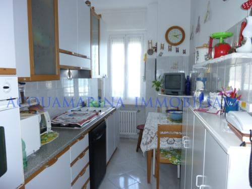 Vallecrosia Appartment for sale in front of beach<br />5/7