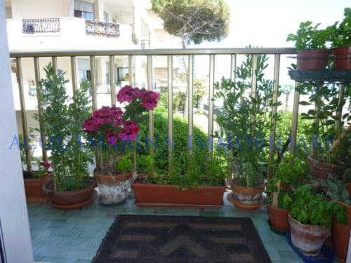 Vallecrosia Appartment for sale in front of beach<br />6/7