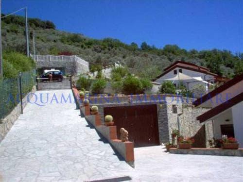 Avegno Villa For Sale<br />4/8