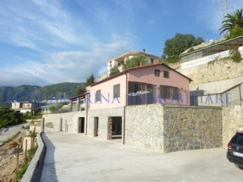 Castellaro Villa In Vendita<br />7/8