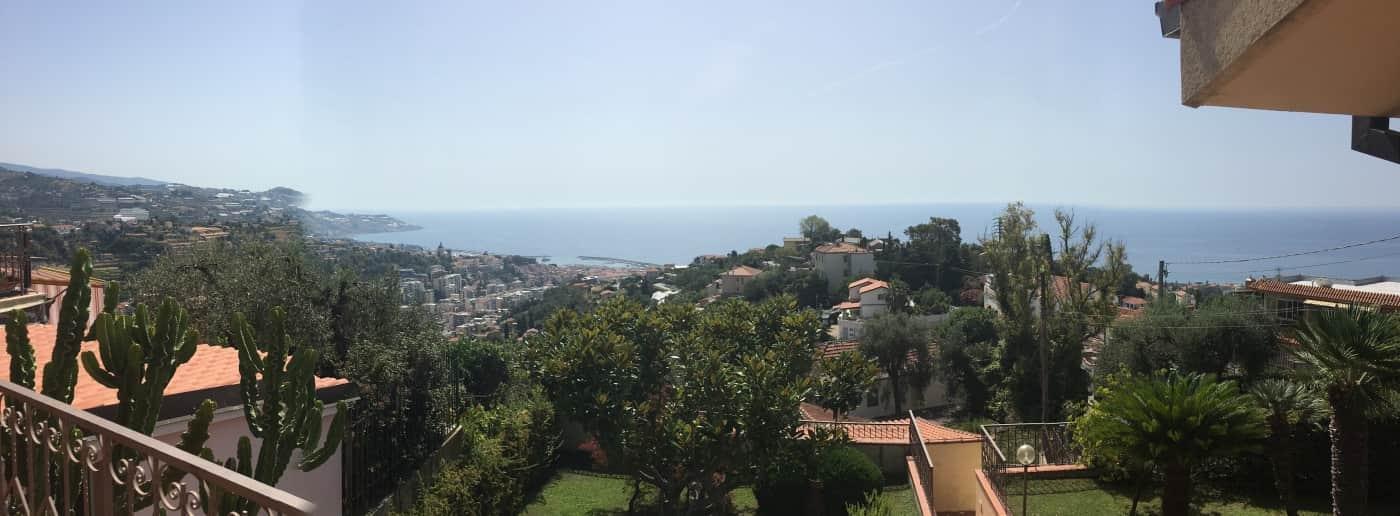 http://www.acquamarinaimmobiliare.com/immagini_immobili/th_slide/10343.jpg