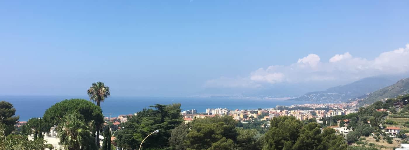http://www.acquamarinaimmobiliare.com/immagini_immobili/th_slide/11189.jpg