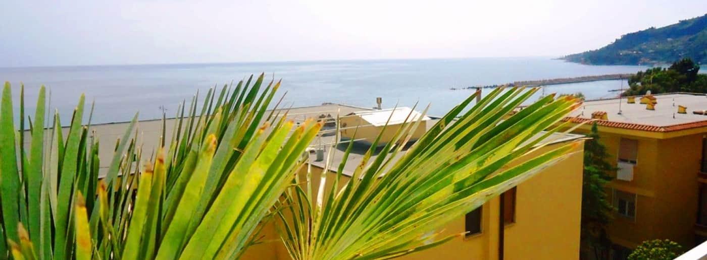 http://www.acquamarinaimmobiliare.com/immagini_immobili/th_slide/11322.jpg