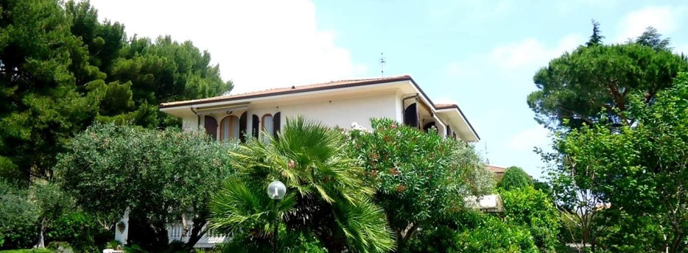 http://www.acquamarinaimmobiliare.com/immagini_immobili/th_slide/11386.jpg