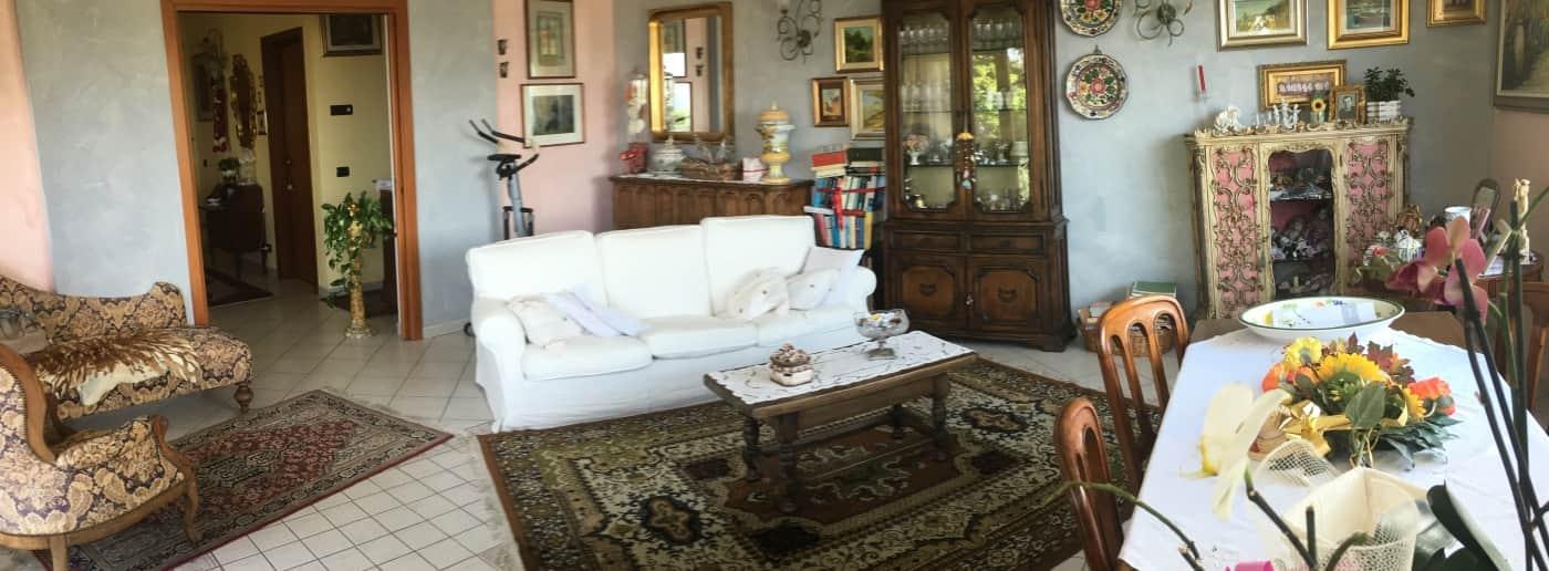 http://www.acquamarinaimmobiliare.com/immagini_immobili/th_slide/11720.jpg