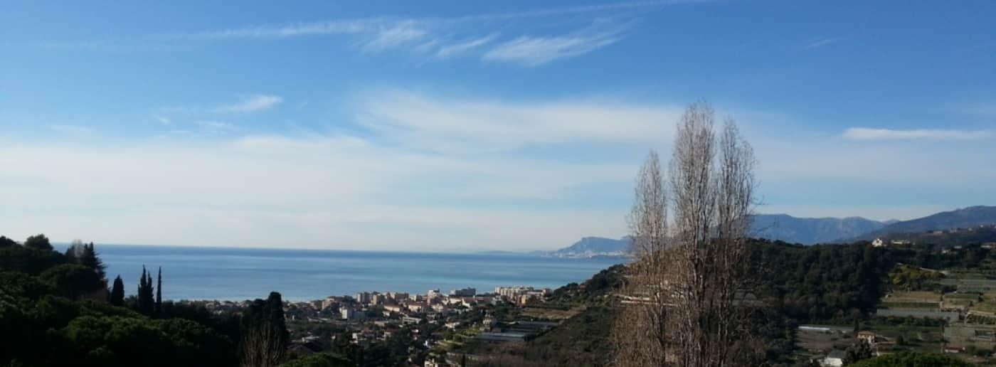 http://www.acquamarinaimmobiliare.com/immagini_immobili/th_slide/8423.jpg