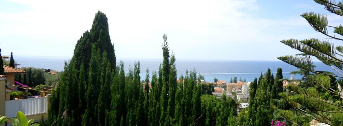 http://www.acquamarinaimmobiliare.com/immagini_immobili/th_slide/9944.jpg