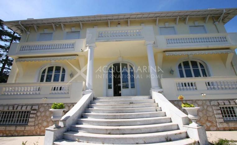 Hochwertige Villa zu verkaufen in Nice<br />1/7