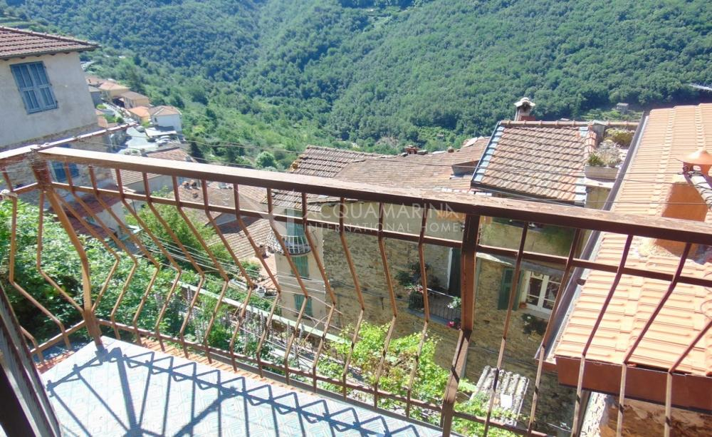 Apricale rustic sale in the historic center<br />1/12