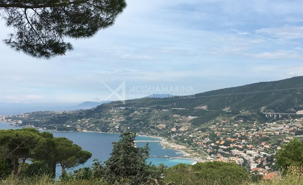 Land with sea view in Ospedaletti for sale<br />1/5