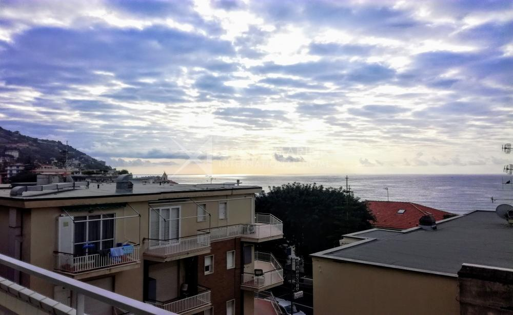 Ospedaletti sale sea view apartment<br />1/9