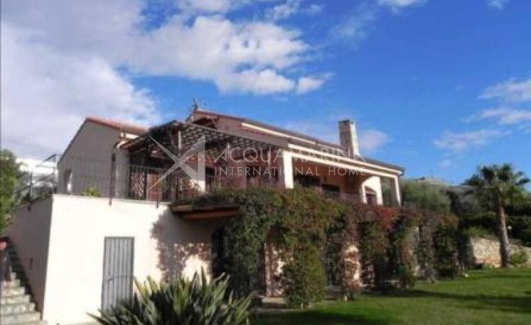 Charming villa for sale in San Remo<br />1/9