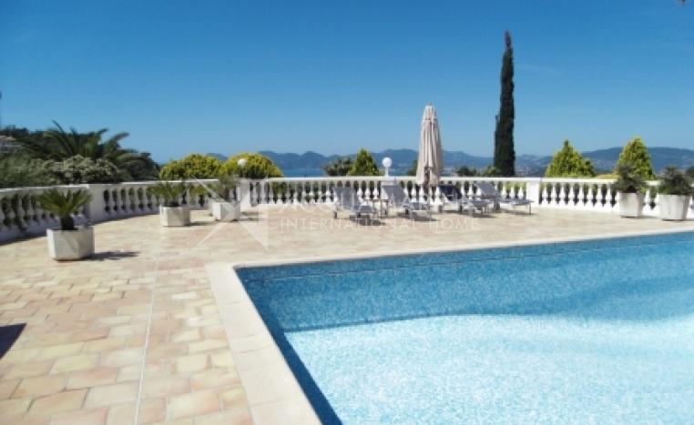 Cannes vendita Villa<br />1/2