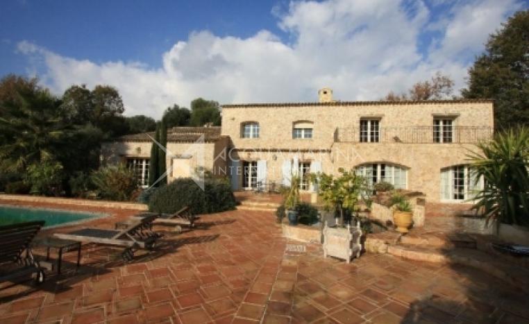 Colle-sur-Loup Villa For Sale<br />1/2