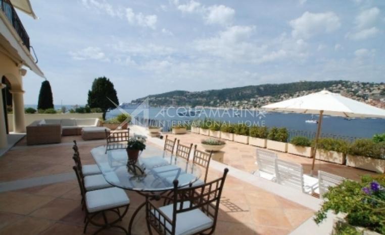 Saint-Jean-Cap-Ferrat Villa For Sale<br />1/2
