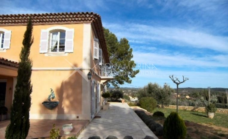 Cotignac Country Home For Sale<br />1/7