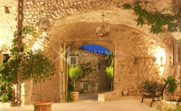 Mirmande Chateau / Mansion For Sale<br />1/4