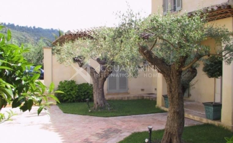 Plan-de-La-Tour Villa For Sale<br />1/6