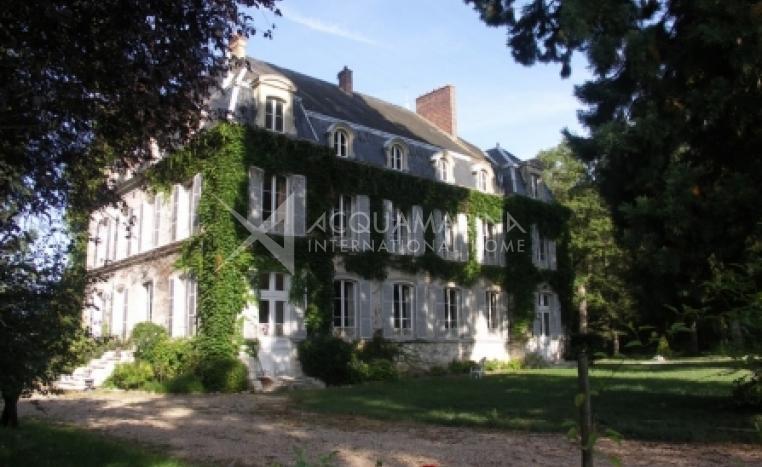 Montargis Chateau / Mansion For Sale<br />1/3