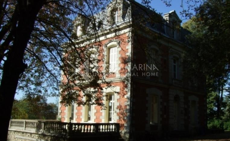Tours Chateau / Mansion For Sale<br />1/3