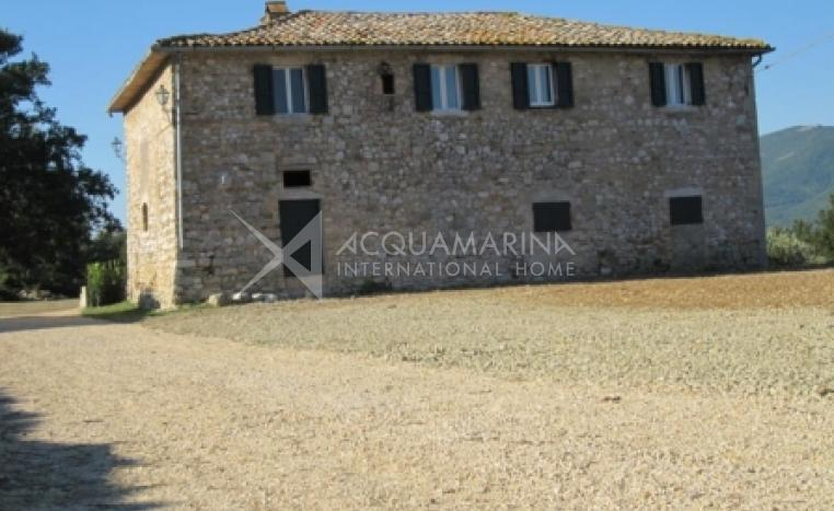 Todi Country Home For Sale<br />1/8