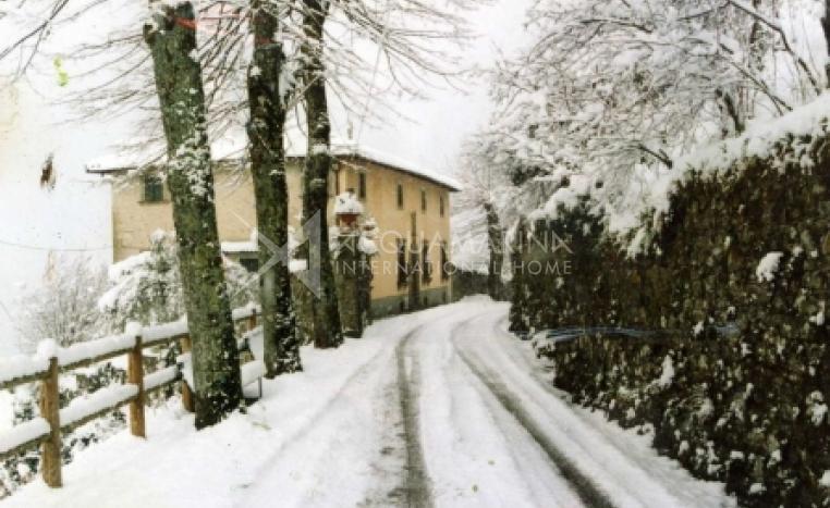 Lucca Villa For Sale<br />1/8