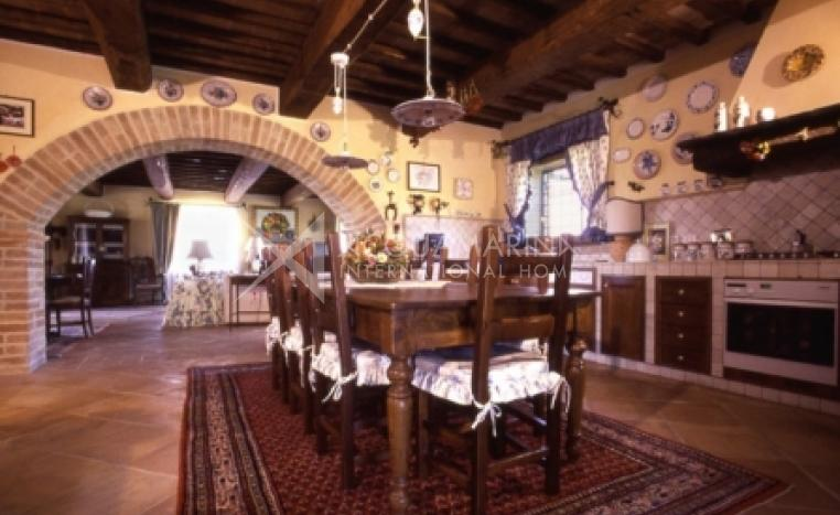 Collazzone Country Home For Sale<br />1/8