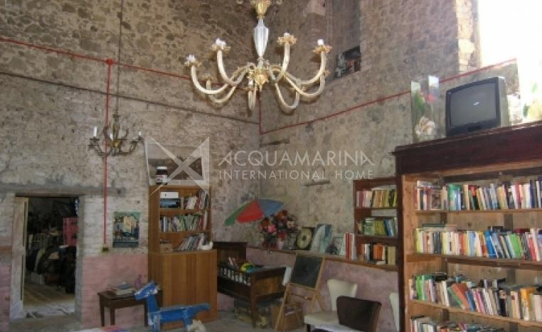 Chiusdino Country Home For Sale<br />1/6
