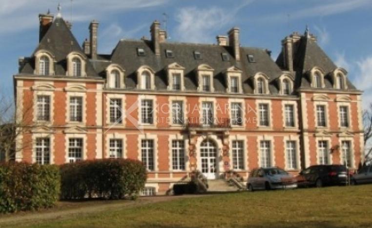 La Souterraine Chateau / Mansion For Sale<br />1/5