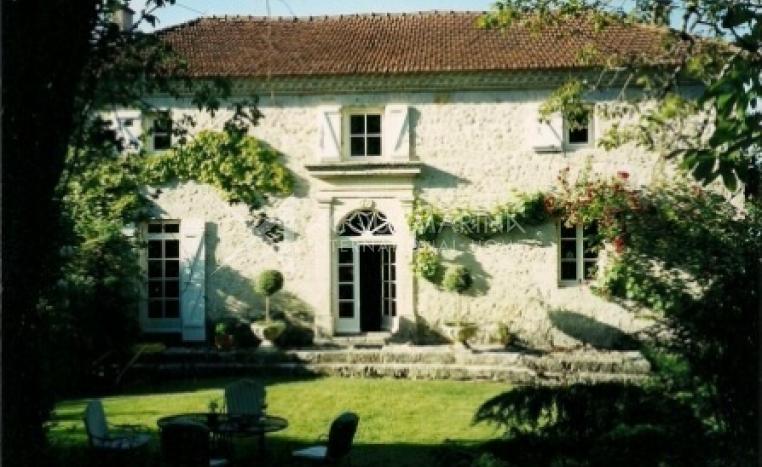 Villeneuve-sur-Lot Country Home For Sale<br />1/5