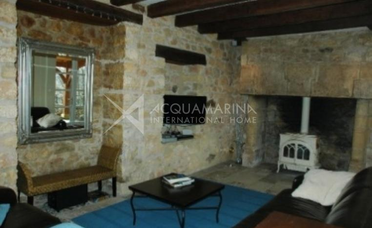 Saint-Cyprien Country Home For Sale<br />1/5