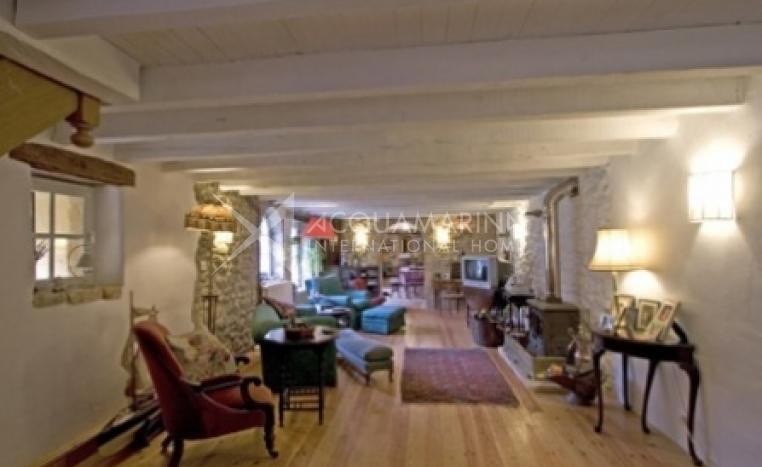 Les Eyzies Country Home For Sale<br />1/5