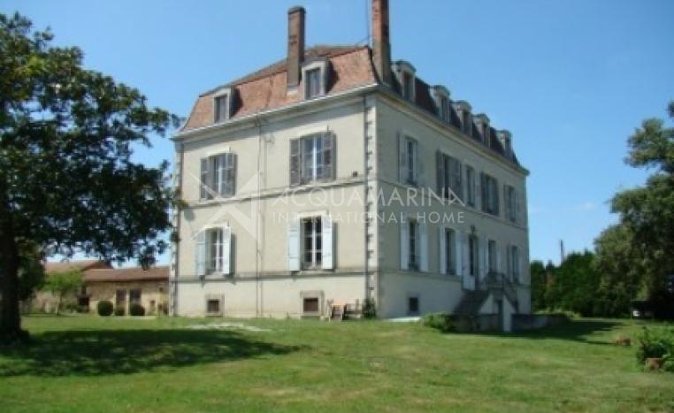 Chabanais Country Home For Sale<br />1/5