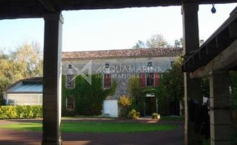 Châteauneuf-sur-Charente Country Home For Sale<br />1/5