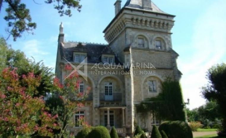 Sainte-Néomaye Chateau / Mansion For Sale<br />1/5