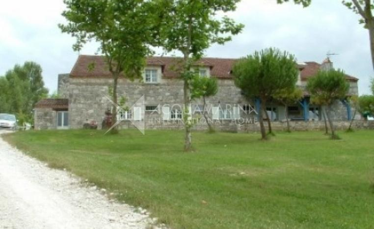 Tayrac Country Home For Sale<br />1/5