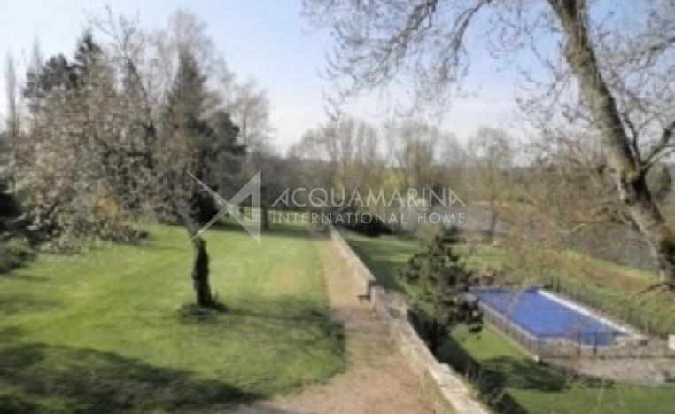 Châteauroux Country Home For Sale<br />1/5