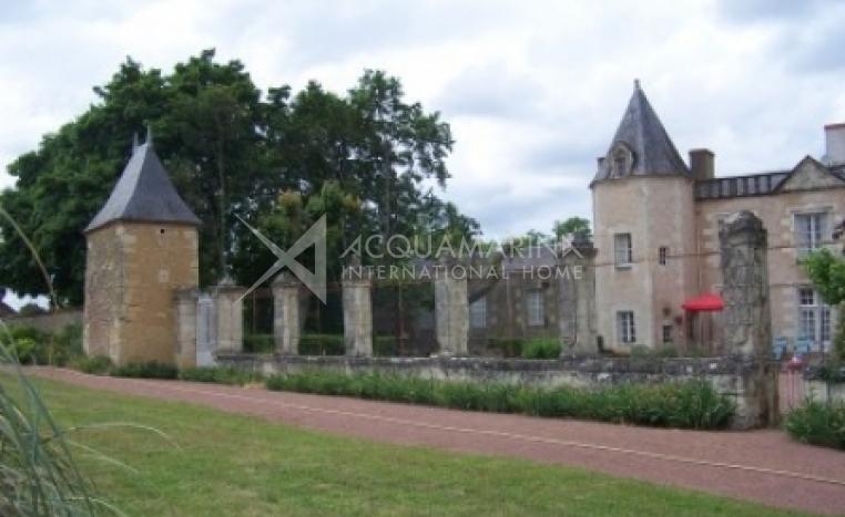 Saumur Country Home For Sale<br />1/5
