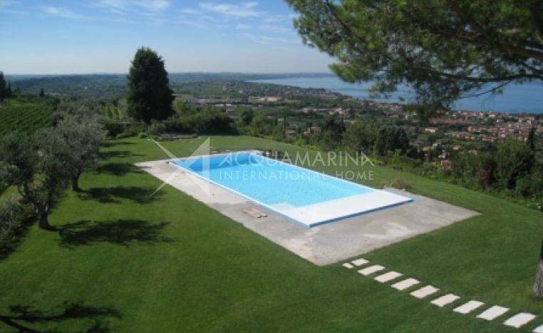 Bardolino Villa For Sale<br />1/8
