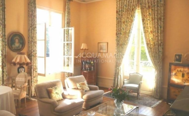 METTRAY Chateau / Mansion For Sale<br />1/5