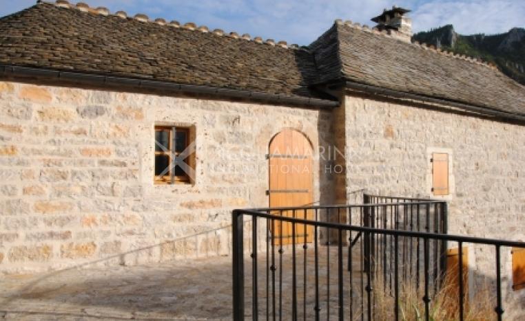 Florac Chateau / Mansion For Sale<br />1/6