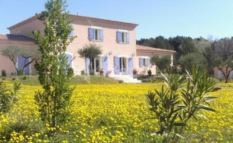 Avignon Country Home For Sale<br />1/8